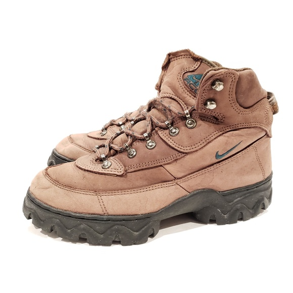 Nike ACG vintage boots size 9.5